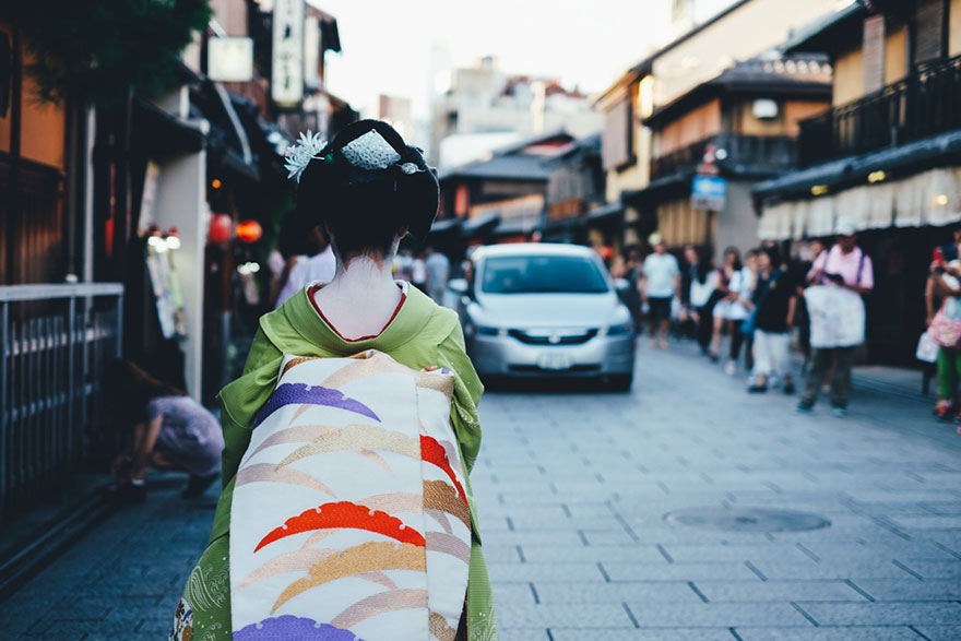 Everyday Street Photography by Takashi Yasui